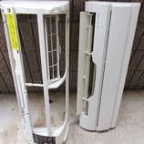 洗剤が浸透し、汚れが浮いてきたことを確認してから、エアコン専用高圧洗浄機にて熱交換器、送風ファン、ルーバーなどの汚れを洗い流します。