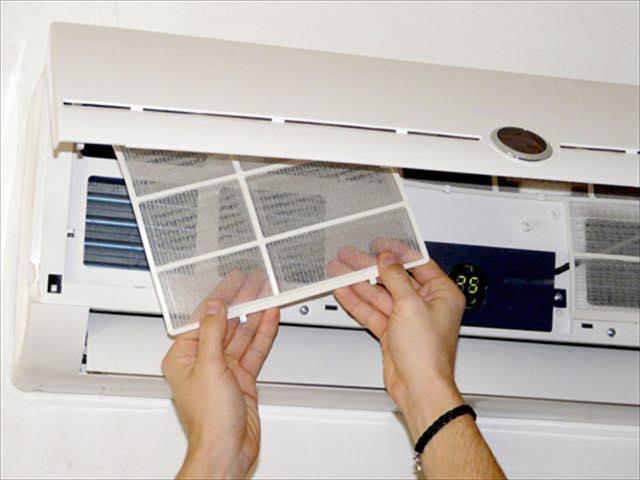 家庭用エアコンフィルターの簡単お掃除方法を紹介