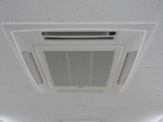 【おそうじコラム】お部屋の天井が汚れは、どうやって落とすの?プロ流お掃除テクニック