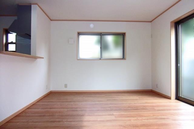 壁紙、クロスのヤニ取り、汚れ取り、プロに任せて綺麗な空間に!