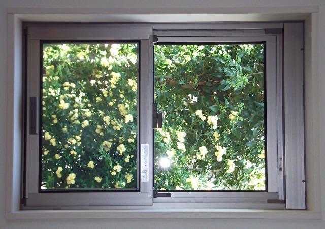 ガラス・サッシ窓周りは掃除をさぼりがちではありませんか?
