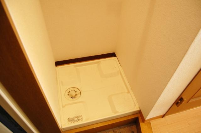 【おそうじマスターズコラム】下水臭の原因!洗濯機の排水口に隠れているカビをごっそり落とす楽チンお掃除テク