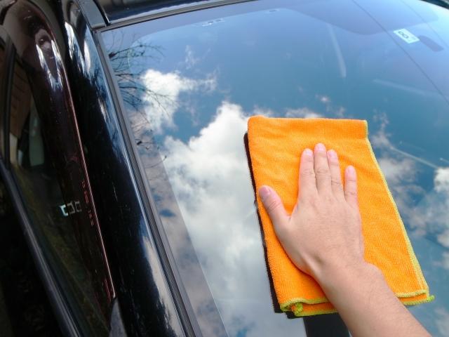【車内の掃除は上からが鉄則!】家のお掃除グッズでできる簡単車内清掃