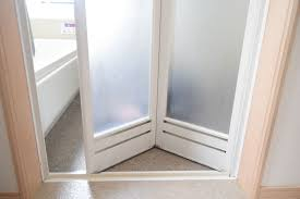 浴室ドアの曇りの原因