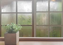 春の嵐一過 窓掃除